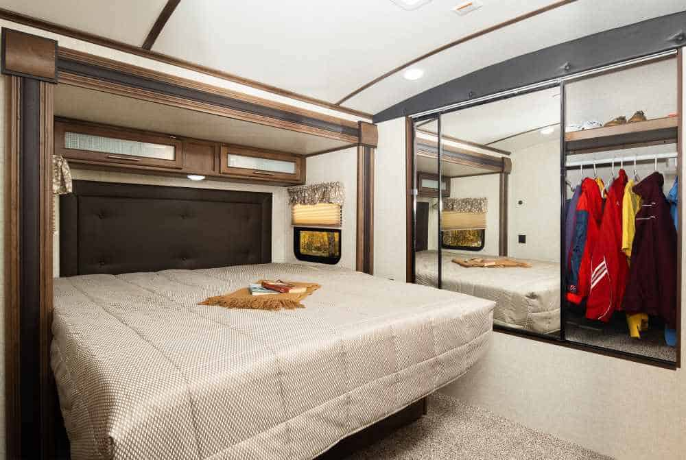Cougar 5Th Wheel >> 10 Best Travel Trailers With King Beds - Go Travel Trailers